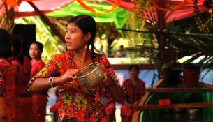 Rakhine_Thingyan_2011_640x320
