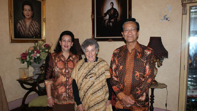 Alice Dewey with the Sultan of Yogyakarta & his wife