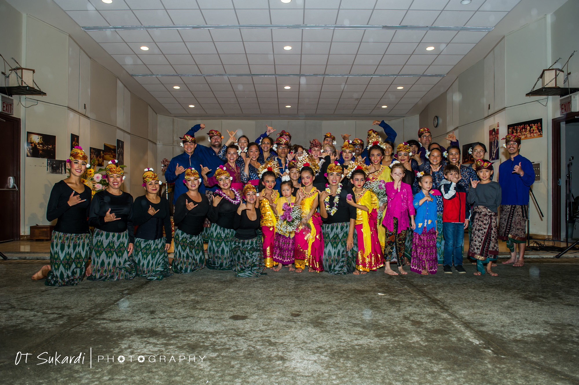 group photo with all performers throwing shaka